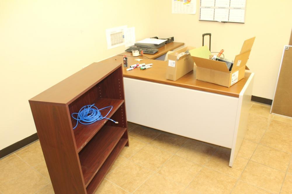 Dresser Rand Baton Rouge Lot Of Office Furniture In 1 Room Price Estimate Us Dresser Rand